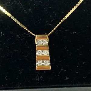 Diamond/Gold Necklace 0.3 CTW